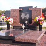 Памятник из двух цветов гранита от производителя.