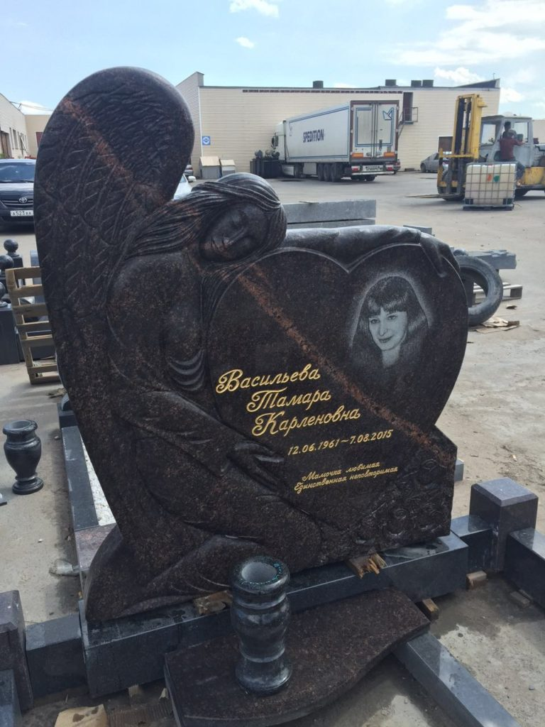 памятник из гранита скорбящий ангел