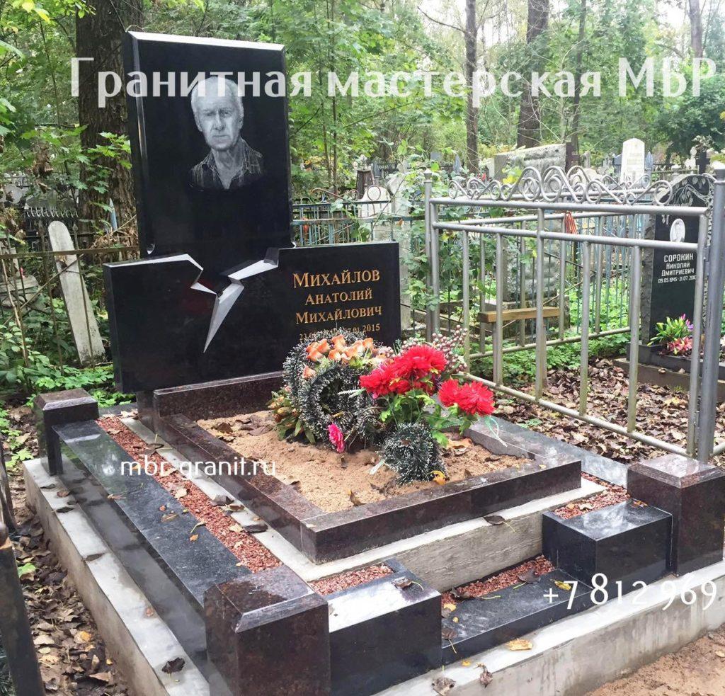 надгробие из черного гранита