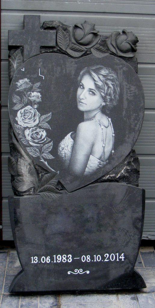 памятник с розами