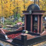 резной памятник из гранита