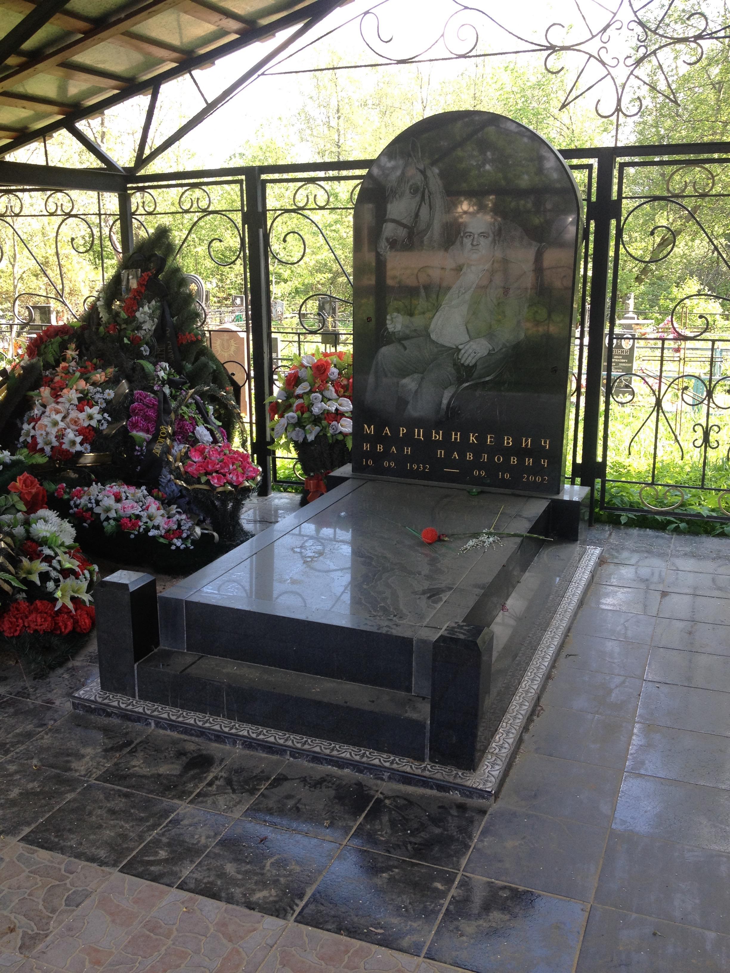 Недорогие памятники на могилу спб цена памятник с ангелом Тотьма
