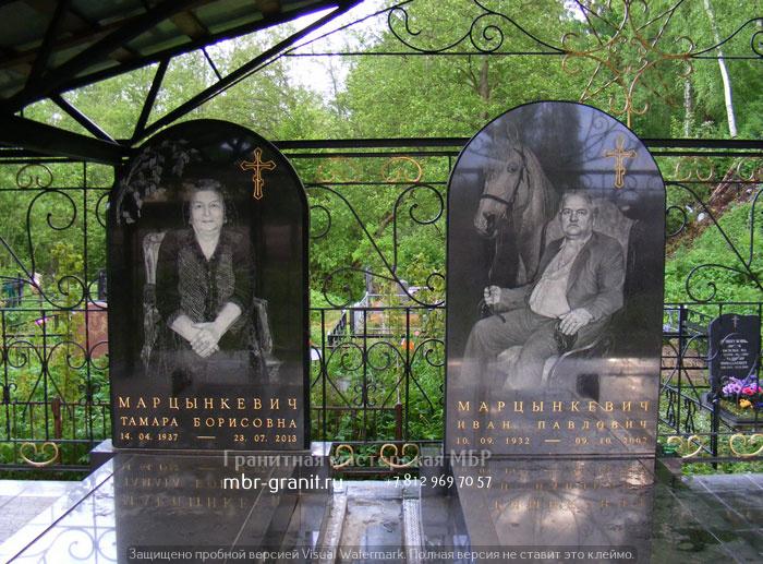 мемориальный комплес из гранита на двоих