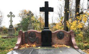 надгробный крест из гранита