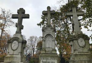 надгробные кресты из камня