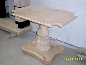 столик из мрамора на кладбище