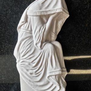 скульптура плакальщица