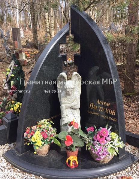 Памятники с ангелом на могилу caggiati какие памятники есть в краснодаре фото
