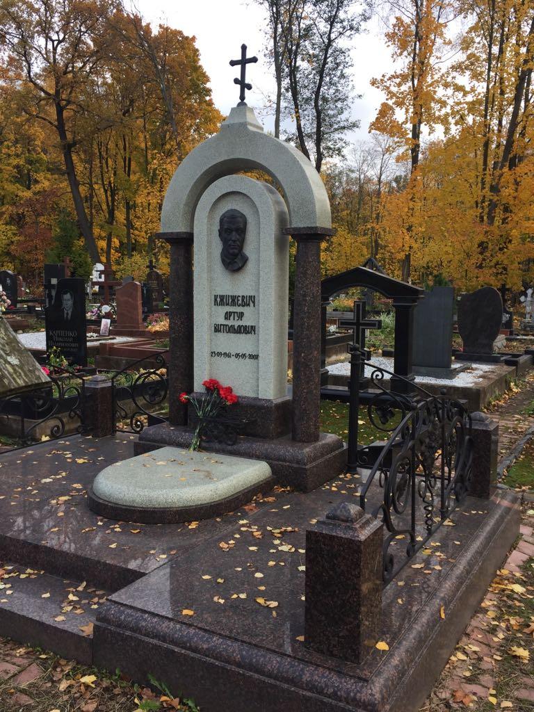 Изготовление памятники в санкт петербурге из кварцита заказать памятники на могилу