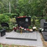 гранитный монумент