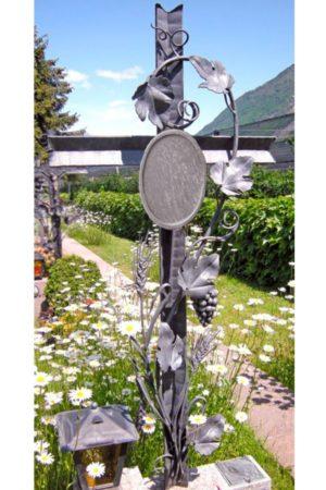 красивый кованый крест
