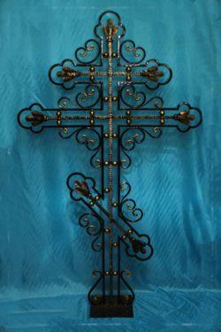 кованый металлический крест