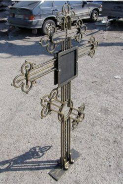 Кованый могильный крест